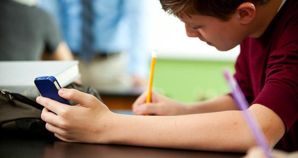 Resultado de imagem para student writing cell phone